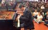 Prof Ferrari esegue brano di Chopin al piano